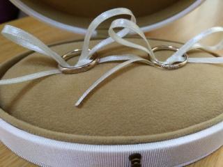 【AbHeri(アベリ)の口コミ】 女性用のリングには細かいデザインでダイヤが散りばめられており、さらに男…