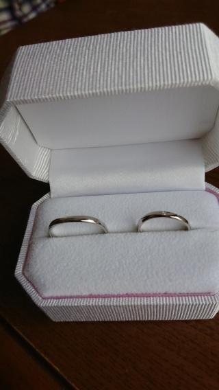 【Honey Bride(ハニーブライド)の口コミ】 以前の指輪はゴツめでがっしりしたイメージだったので、今回は流れてる感じ…