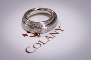 【COLANY(コラニー)の口コミ】 下見の時は、ダイヤの沢山付いている指輪に興味が傾いていました。 しかし…