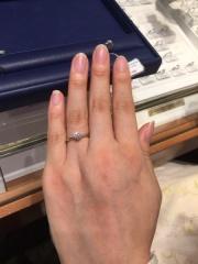 【銀座ダイヤモンドシライシの口コミ】 定員さんが選んでくれたダイヤモンドがとても美しく大きく、この価格でこの…