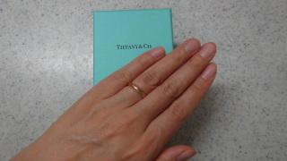 【ティファニー(Tiffany & Co.)の口コミ】 婚約指輪が個性的な形だったので、結婚指輪はシンプルで、でもエッジが効…