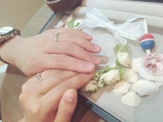 【COLANY(コラニー)の口コミ】 婚約指輪で購入したとものと、同じものにしました。デザインが合うことと、…
