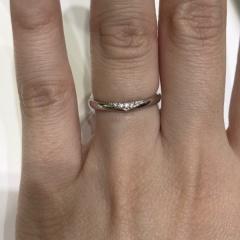 【4℃(ヨンドシー)の口コミ】 試着して、ちょっと悩んでしまった指輪です。 男女ペアで、すごく可愛いし…