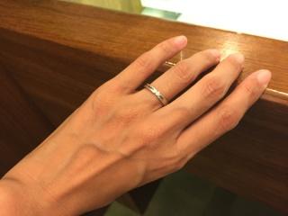 【フラー・ジャコー(FURRER-JACOT)の口コミ】 プラチナで、両側からダイヤを挟むようなデザインで、甘さがなくシャープ…