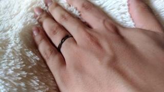 【JEWELRY  KAMATA(ジュエリーかまた)の口コミ】 シンプルなデザインとつけたときのフィット感。後述しますが、指輪の内側に…