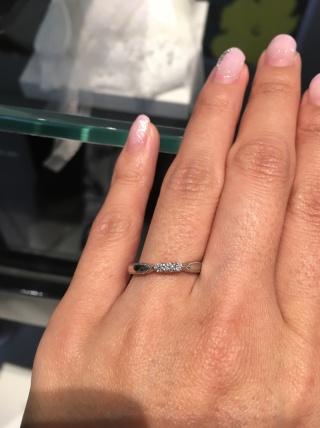 【エクセルコダイヤモンド(EXELCO DIAMOND)の口コミ】 ダイヤモンドにこだわりがある分すごくキラキラと綺麗です。デザインも横…