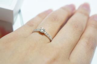 【ギンザタナカブライダル(GINZA TANAKA BRIDAL)の口コミ】 婚約指輪は星形のツメにダイヤ一つのシンプルなものが良いと決めていまし…