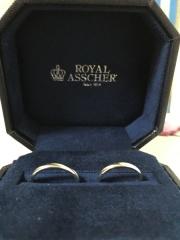 【ROYAL ASSCHER(ロイヤル・アッシャー)の口コミ】 太い指輪だと付けてる感が気になってしまうと妻のご要望で細みの指輪を希望…