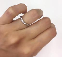 【ケイウノ ブライダル(K.UNO BRIDAL)の口コミ】 先にケイウノで購入しま婚約指輪の形に合わせてセットで使用できるように…