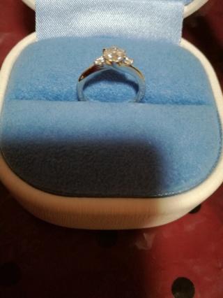 【銀座ダイヤモンドシライシの口コミ】 爪に向かってリングが流れるような優しいデザインに惹かれました。また、私…