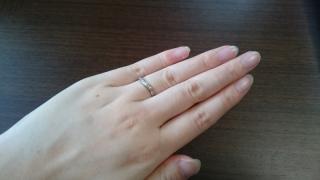 【ラザール ダイヤモンド(LAZARE DIAMOND)の口コミ】 小さなダイヤが5つ入っていて、フルエタニティリングに比べて控えめにキラ…