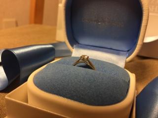 【銀座ダイヤモンドシライシの口コミ】 母の婚約指輪からダイヤのみ譲り受けており、台座(リング)のみ購入してダ…