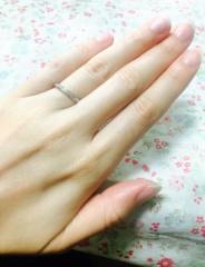 【銀座ダイヤモンドシライシの口コミ】 婚約指輪にもピッタリで、程よく輝くシンプルな作りに一目惚れしました。…
