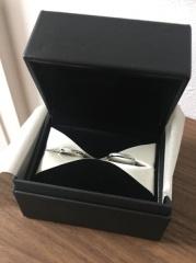 【エクセルコダイヤモンド(EXELCO DIAMOND)の口コミ】 デザインに一目惚れしました。ダイアモンドの綺麗さを強調したデザインで…