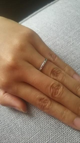 【ブルガリ(BVLGARI)の口コミ】 細めでまっすぐな指輪でシンプルすぎないものを探し、こちらの指輪に決め…