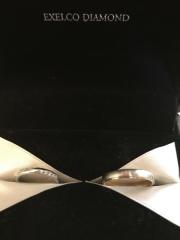 【エクセルコダイヤモンド(EXELCO DIAMOND)の口コミ】 リングに沿ってダイヤがうねるようなデザインのものが希望で、理想通りの結…