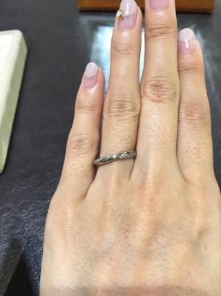 【TRECENTI(トレセンテ)の口コミ】 ストレートの指輪ですが、ラインが入ってるので指なじみが良かったです。…