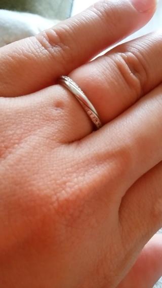 【銀座ダイヤモンドシライシの口コミ】 いろいろつけましたが、主人が気に入ったデザインがあったので。 曲線が女…