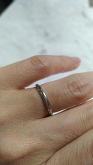 【カルティエ(Cartier)の口コミ】 夫婦とも手があまり大きくないので、細くて指をきれいに見せてくれる指輪を…