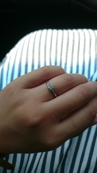【アイプリモ(I-PRIMO)の口コミ】 婚約指輪を旦那が内緒で買ってきてくれて、プロポーズしてくれました。 婚…