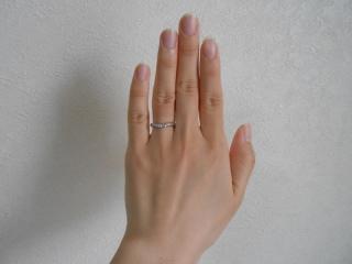 【スタージュエリー(STAR JEWELRY)の口コミ】 V字の指輪は、指が細く見えるので、男性にも女性にもとてもいいデザインだ…