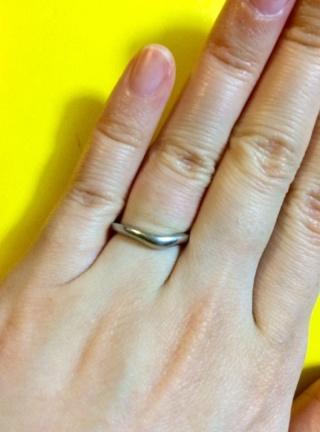 【ブルガリ(BVLGARI)の口コミ】 他ブランドで購入したV字の婚約指輪に重ねられるデザインで、かつブルガリ…