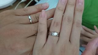 【銀座ダイヤモンドシライシの口コミ】 他店と比較したときに、婚約指輪のデザインが一番可愛かったです。 餓えか…