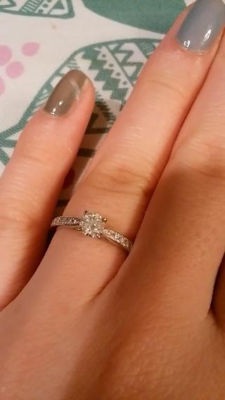 【銀座ダイヤモンドシライシの口コミ】 どのお店よりもコスパが良く、予算内で1番大きいダイヤで指輪が作れたため…