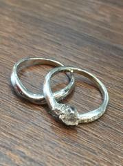 【アトリエミラネーゼの口コミ】 婚約指輪とおなじデザインでセットで購入することによって重ね付けをするこ…