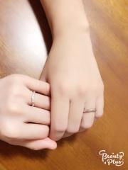 【銀座ダイヤモンドシライシの口コミ】 いくつもの指輪を試着したけど、この指輪の綺麗なV型が指にフィット!ダイ…