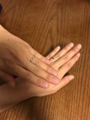 【銀座ダイヤモンドシライシの口コミ】 デザインが気に入り、店員の接客も丁寧だった 指輪のデザインについての意…
