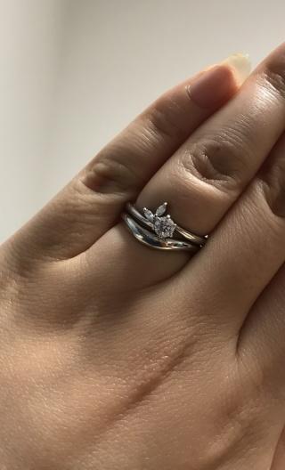 【俄(にわか)の口コミ】 婚約指輪の月彩に私が一目惚れして買ってもらいました。 歳をとっても長く…