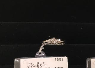 【SCARABE(スカラベ)の口コミ】 普段使いもできるようにダイヤの高さが控えめで、主張し過ぎず華奢なデザ…