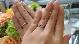 【宝寿堂(ほうじゅどう)の口コミ】 婚約指輪もこちらで購入しており、品質・価格・お店の対応ともに満足だっ…