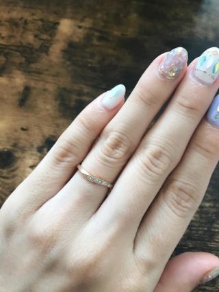 【CHER LUV(シェールラブ)の口コミ】 ・指のラインがきれいに見えるデザイン ・ピンクゴールド系 ・装飾が少な…