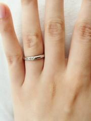 【ROYAL ASSCHER(ロイヤル・アッシャー)の口コミ】 私たちは婚約指輪を買わなかったので、結婚指輪らしい一粒ダイヤのデザイ…