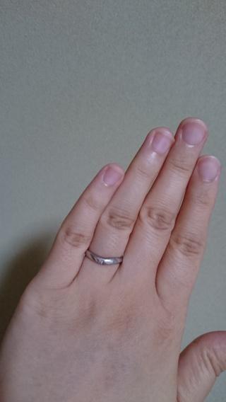 【銀座ダイヤモンドシライシの口コミ】 指の付け根のラインが真っ直ぐなので、ストレートかVラインをオススメされ…