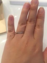 【RosettE(ロゼット)の口コミ】 少し細身で捻れた形になっている指輪でした。ダイヤモンドが少し入ってい…
