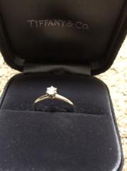【ティファニー(Tiffany & Co.)の口コミ】 ザ・婚約指輪なリングが理想だったので、定番のダイヤ一粒のものを探してい…