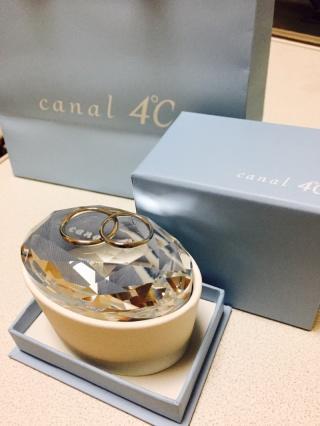 【canal4℃(カナルヨンドシー)の口コミ】 嫁が金属アレルギーなので、比較的アレルギーが出にくい素材を提案して頂き…