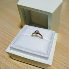 【LUCIE(ルシエ)の口コミ】 婚約指輪と結婚指輪をルシエで購入しました。どうしても婚約指輪は欲しく…