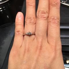 【ラザール ダイヤモンド(LAZARE DIAMOND)の口コミ】 初めてブライダルジュエリーを見に行ったお店でもあり、たくさん試着した中…