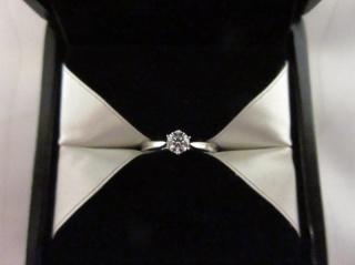 【エクセルコダイヤモンド(EXELCO DIAMOND)の口コミ】 エクセルコさんのダイヤは虹色っぽくキラキラ輝いていて綺麗だったのと、キ…