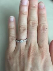 【ラザール ダイヤモンド(LAZARE DIAMOND)の口コミ】 とにかくダイヤがキレイです。カットが美しいため、実際のカラットよりもダ…