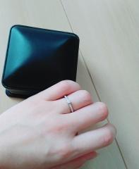 【ROYAL ASSCHER(ロイヤル・アッシャー)の口コミ】 指がムチムチしてるので、それをきれいに見せてくれるようなストレートの指…