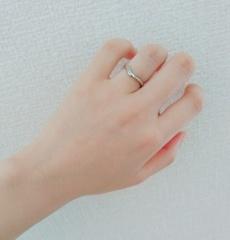 【俄(にわか)の口コミ】 ダイヤ有りとなしのシンプルなタイプとすごーく迷ったが、婚約指輪と合わ…