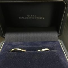【銀座ダイヤモンドシライシの口コミ】 シンプルながらもおしゃれなデザインで良かったです。 普段から指輪自体を…