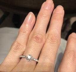 【AbHeri(アベリ)の口コミ】 指通りなめらかさ、ダイヤモンドの存在感がイメージ通りで一目惚れしまし…