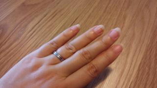 【ブシュロン(BOUCHERON)の口コミ】 丸みを帯びた柔らかい印象で手になじみやすく、女性らしいふくよかな手に…