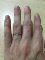 【ジュエリーツツミ(JEWELRY TSUTSUMI)の口コミ】 手をつないでいる形のイメージという話を聞き、自分たちに合っているとい…